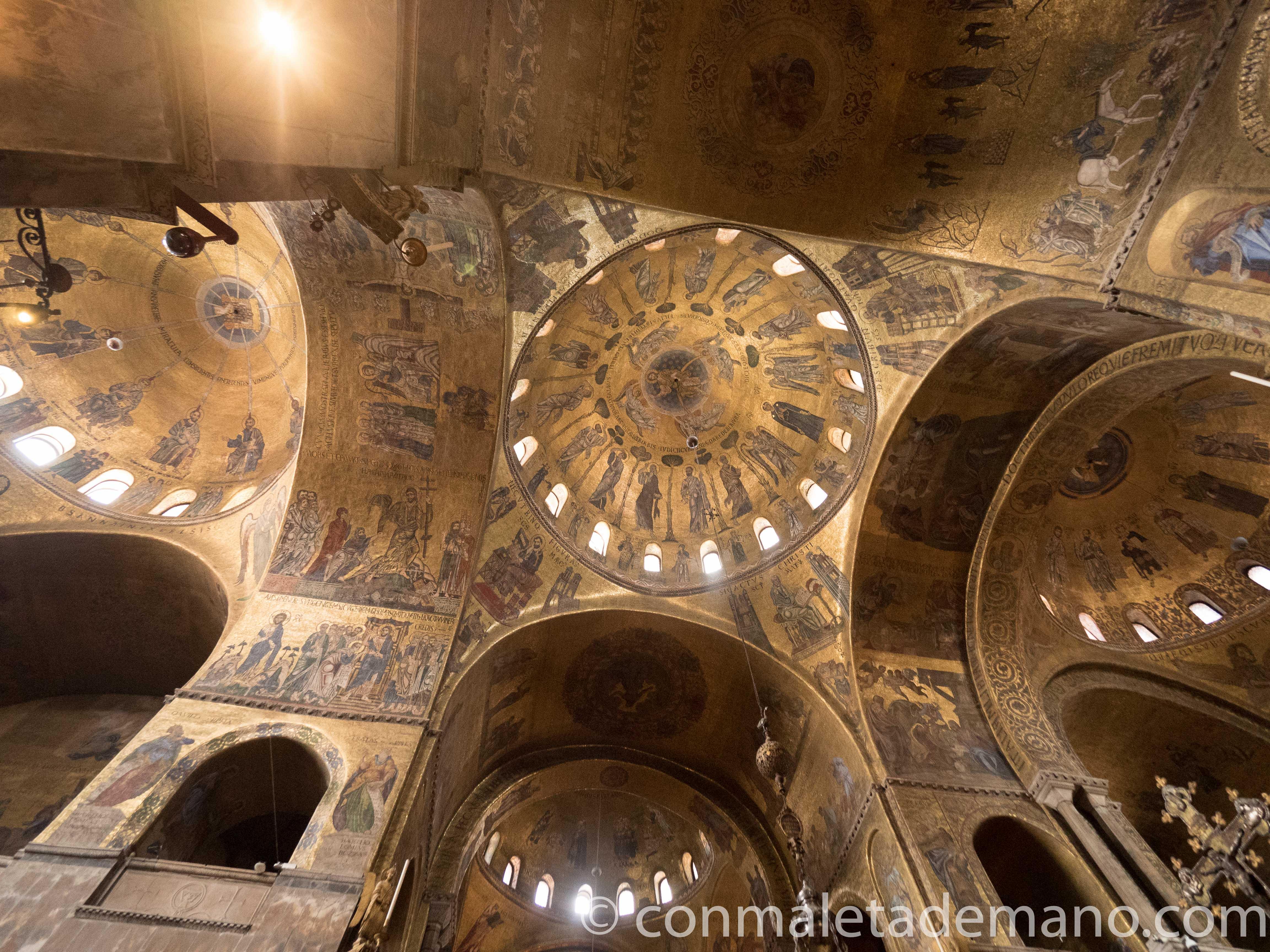 Frescos en el techo de la Basílica de San Marcos, en Venecia
