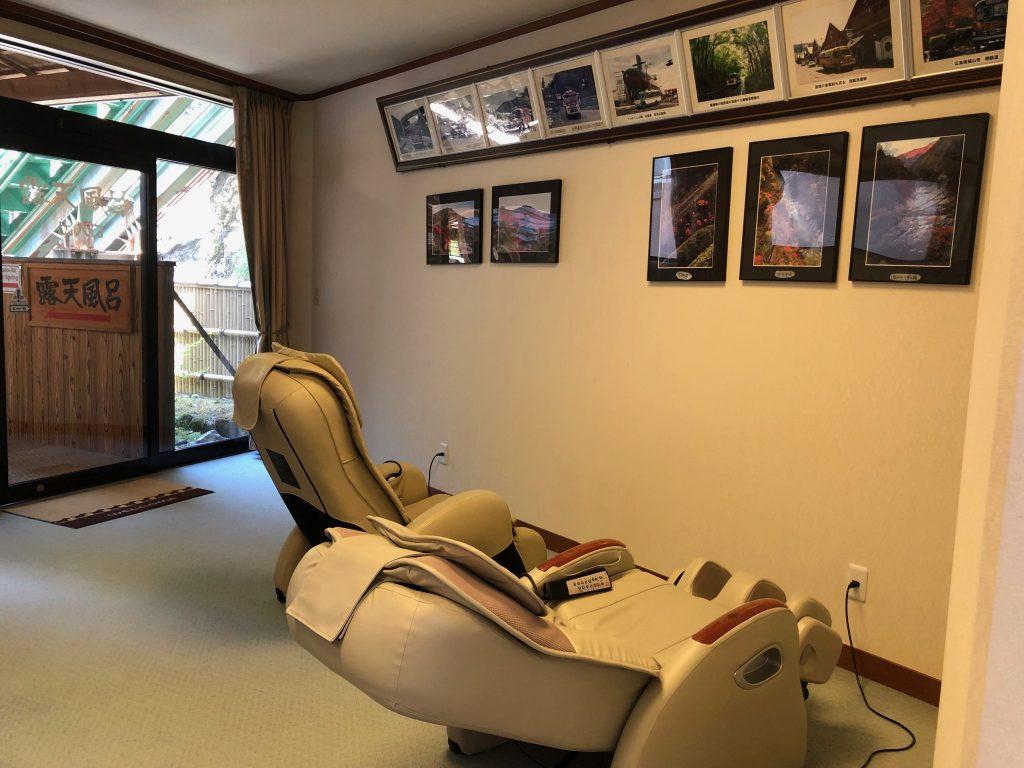 Sofás de masaje en las zonas comunes