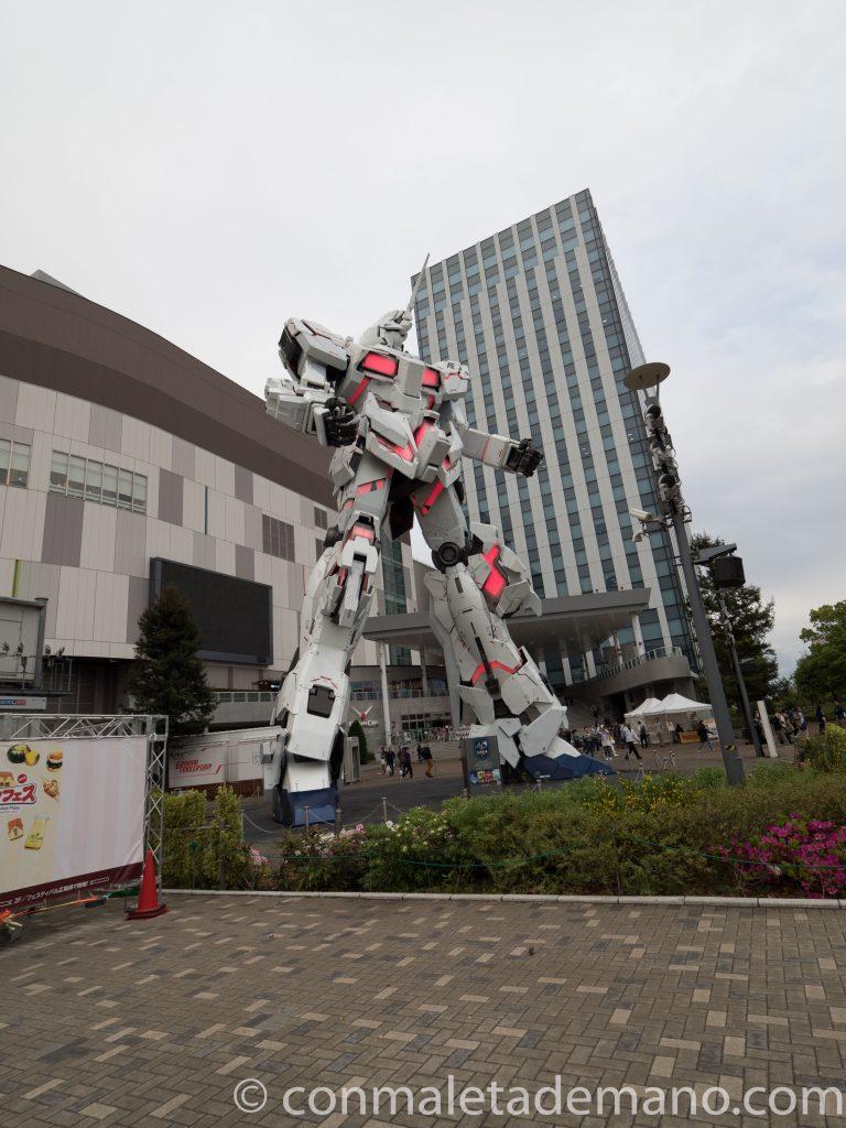 Unicorn Gundam cambiando de color, en Odaiba. Tokyo