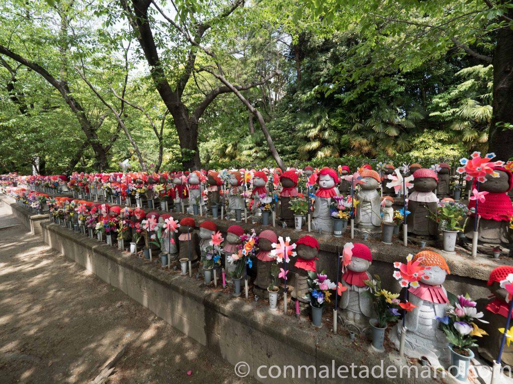 Jizos en el Templo Zozoji