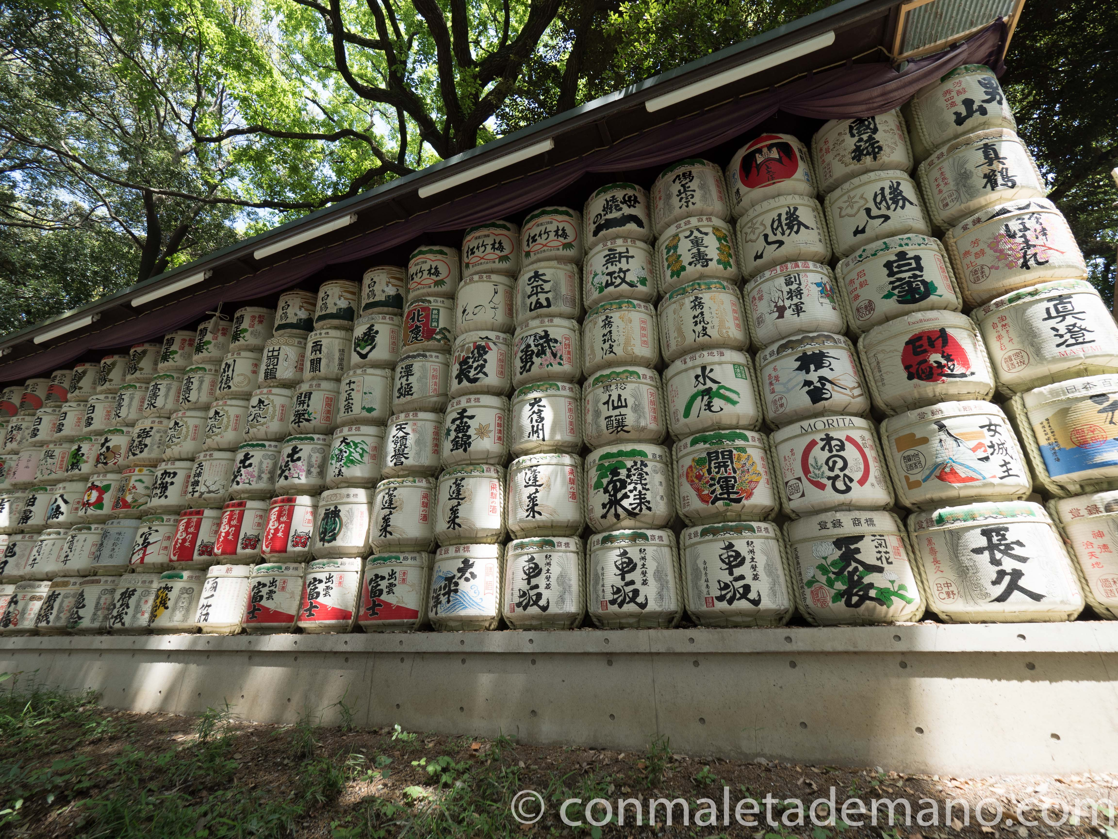 Barriles de sake decorados