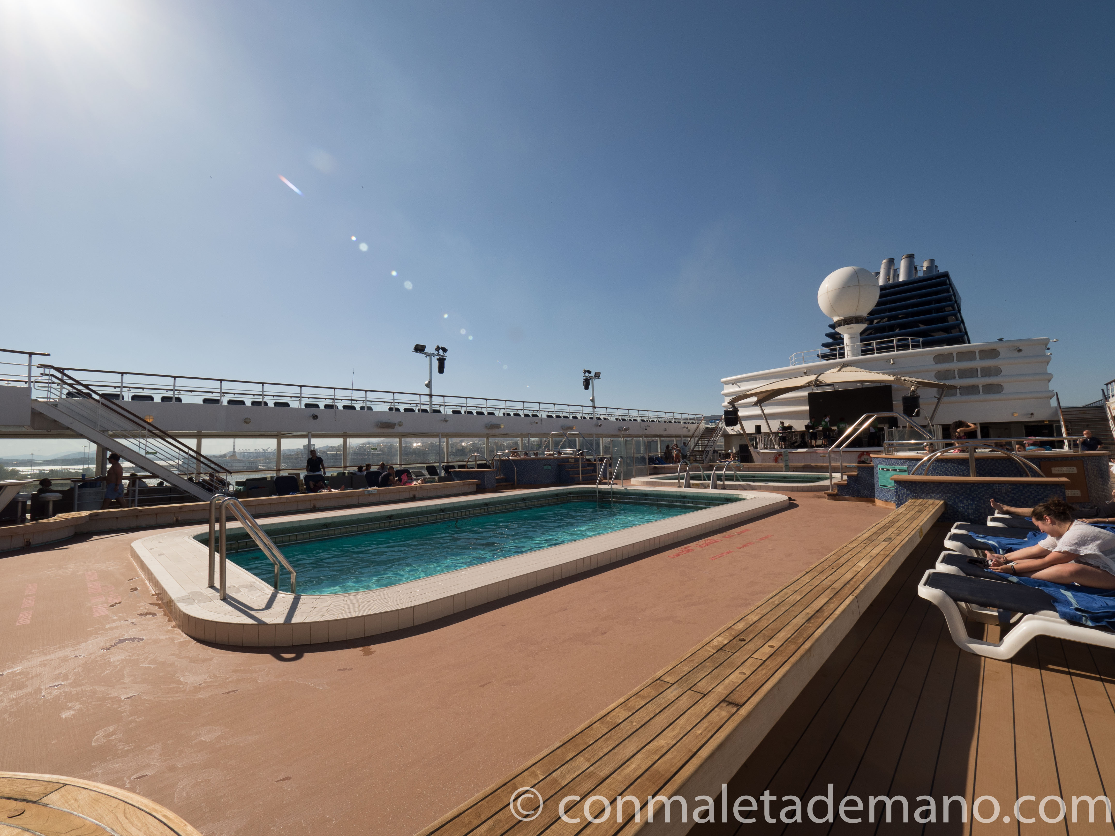 Zona de piscinas del Horizon