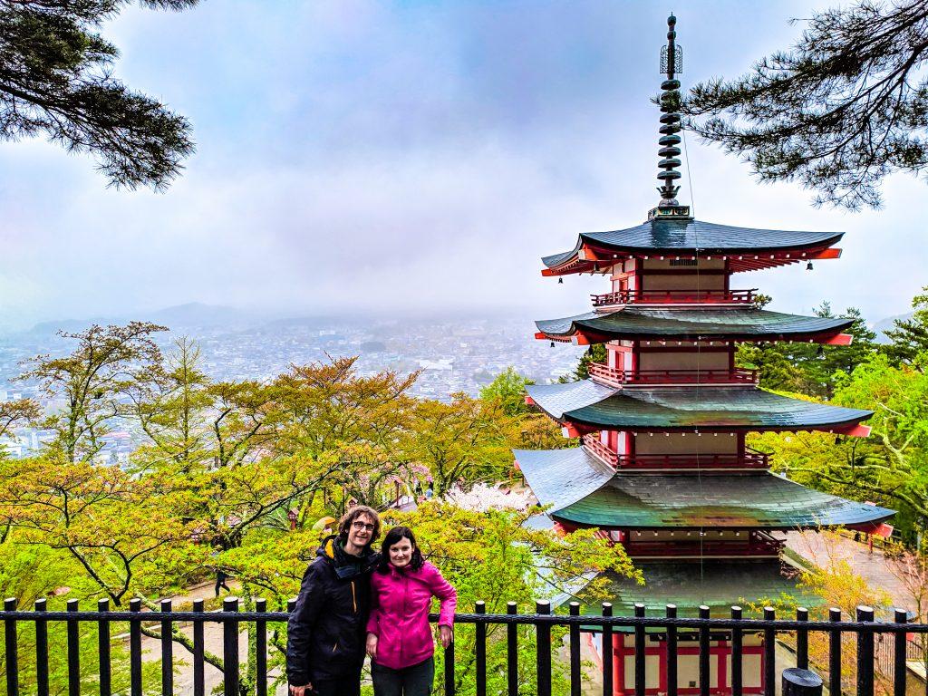 Nosotros en el mirador de la Pagoda Chureito