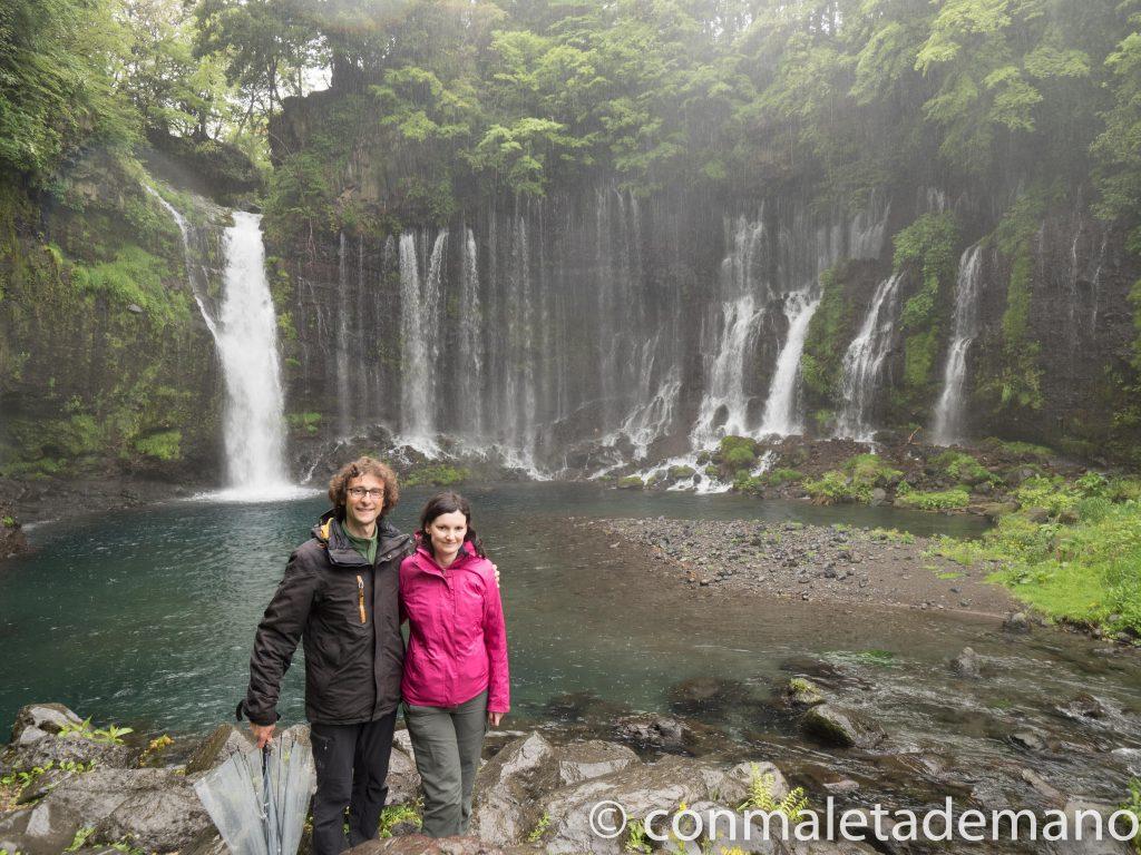 Nosotros junto a la Cascada Shiraito