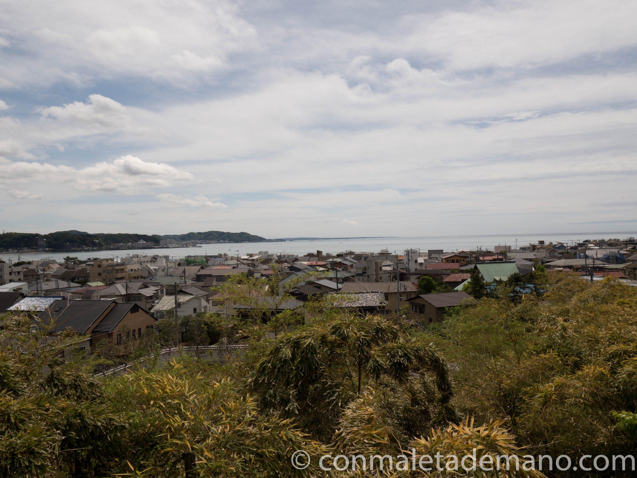 Vistas de la ciudad desde lo alto del Hase-dera