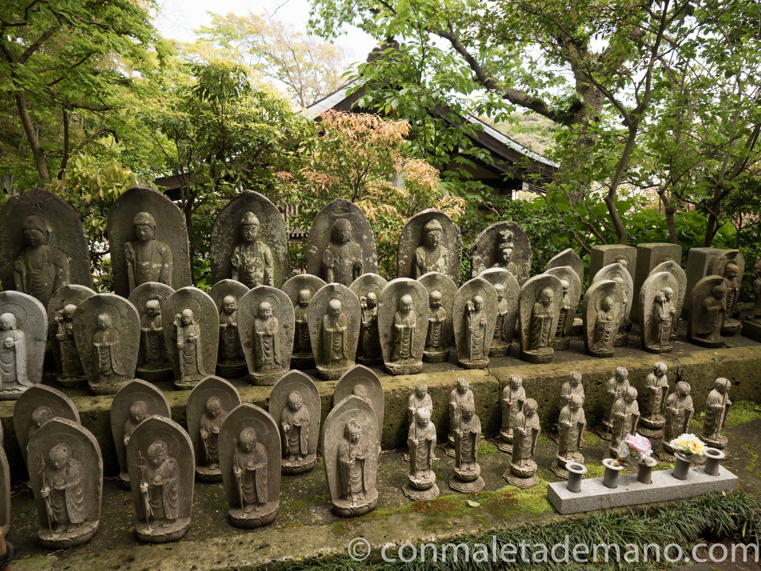 Grupo de estatuas en el Hase-dera, en Kamakura