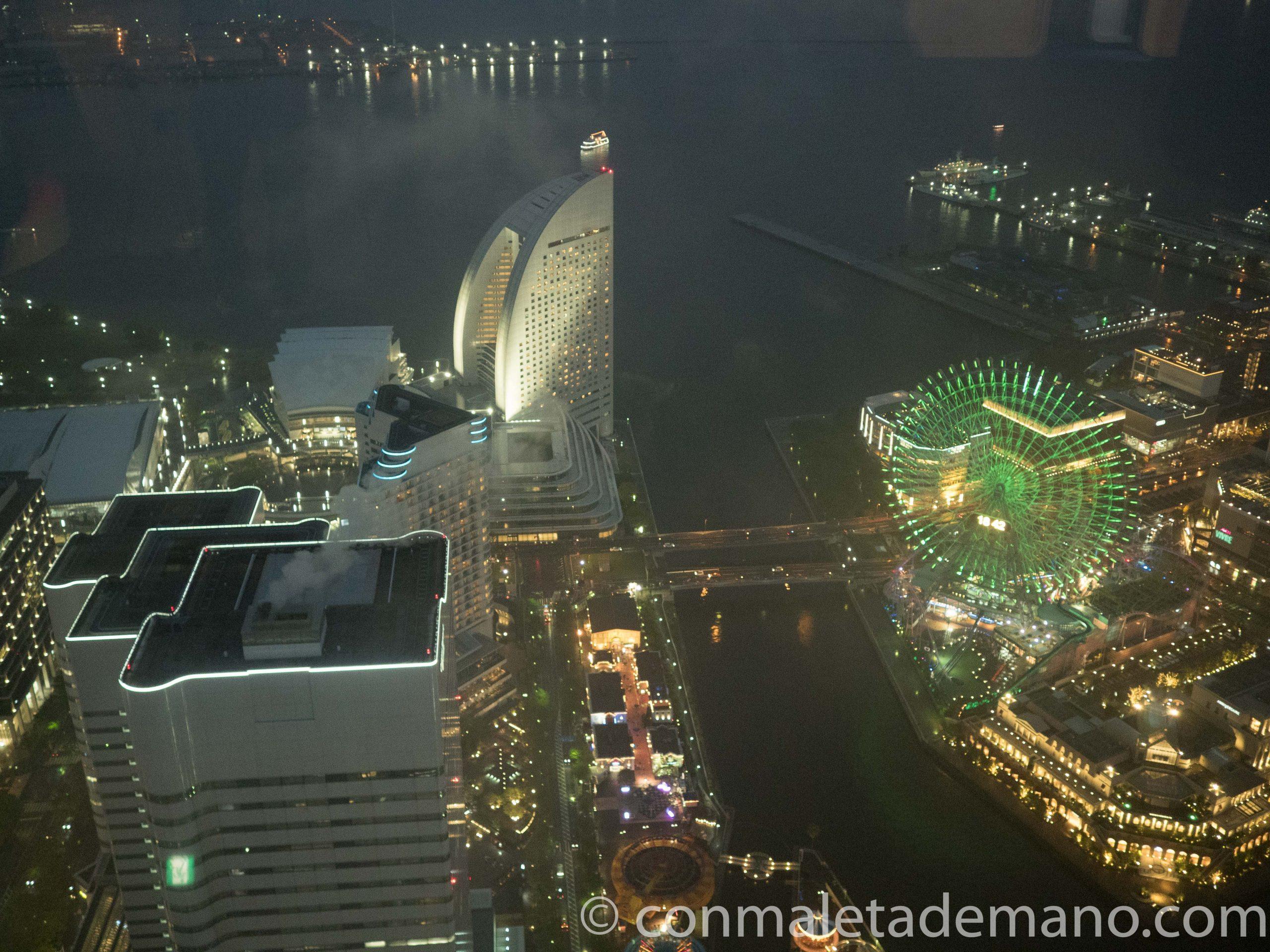 Vistas desde la Landmark Tower por la noche