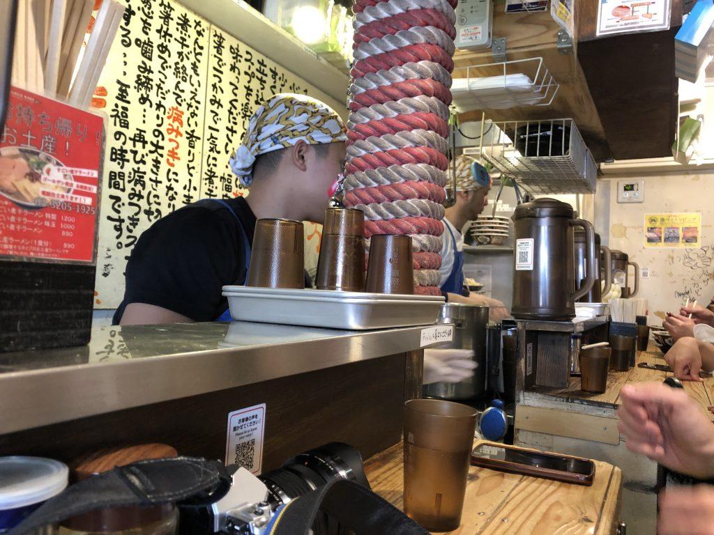 Barra del diminuto restaurante
