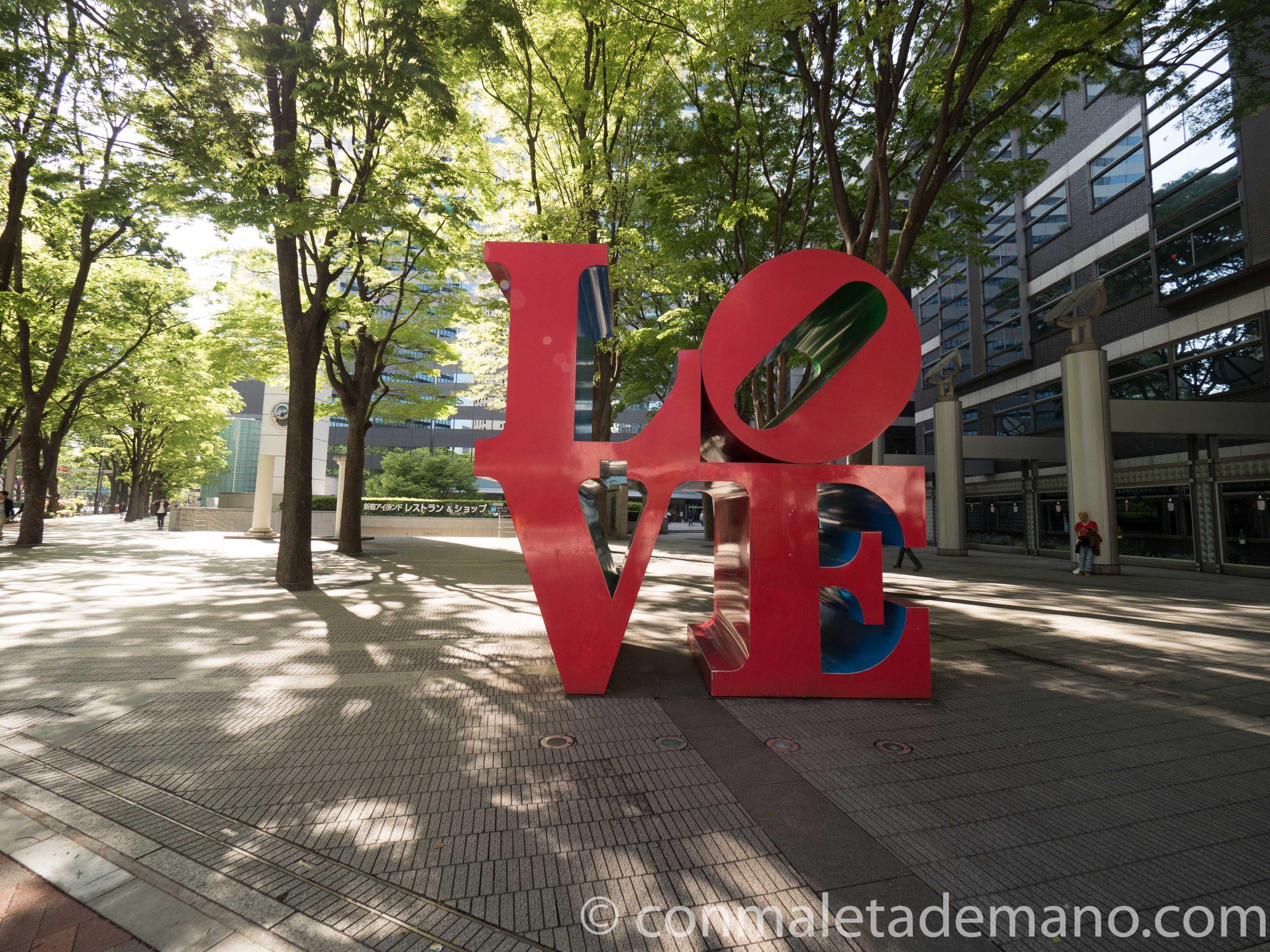 Estatua LOVE, en Shinjuku