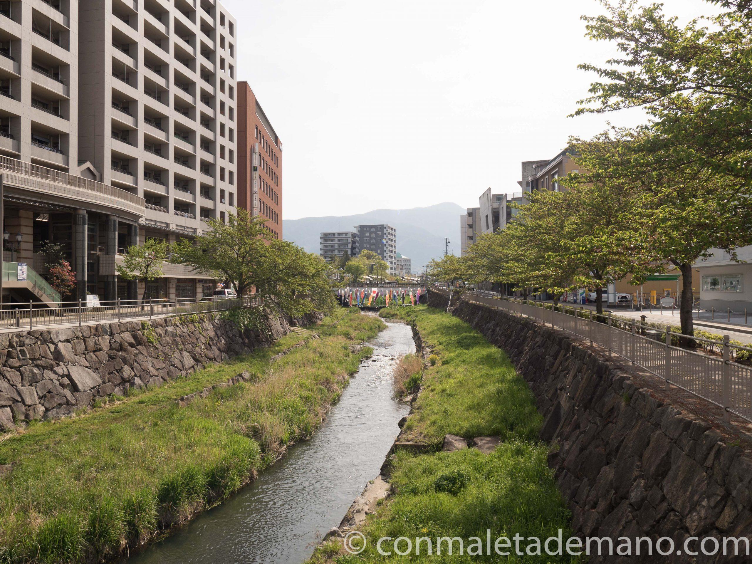 Camino hacia el Castillo de Matsumoto
