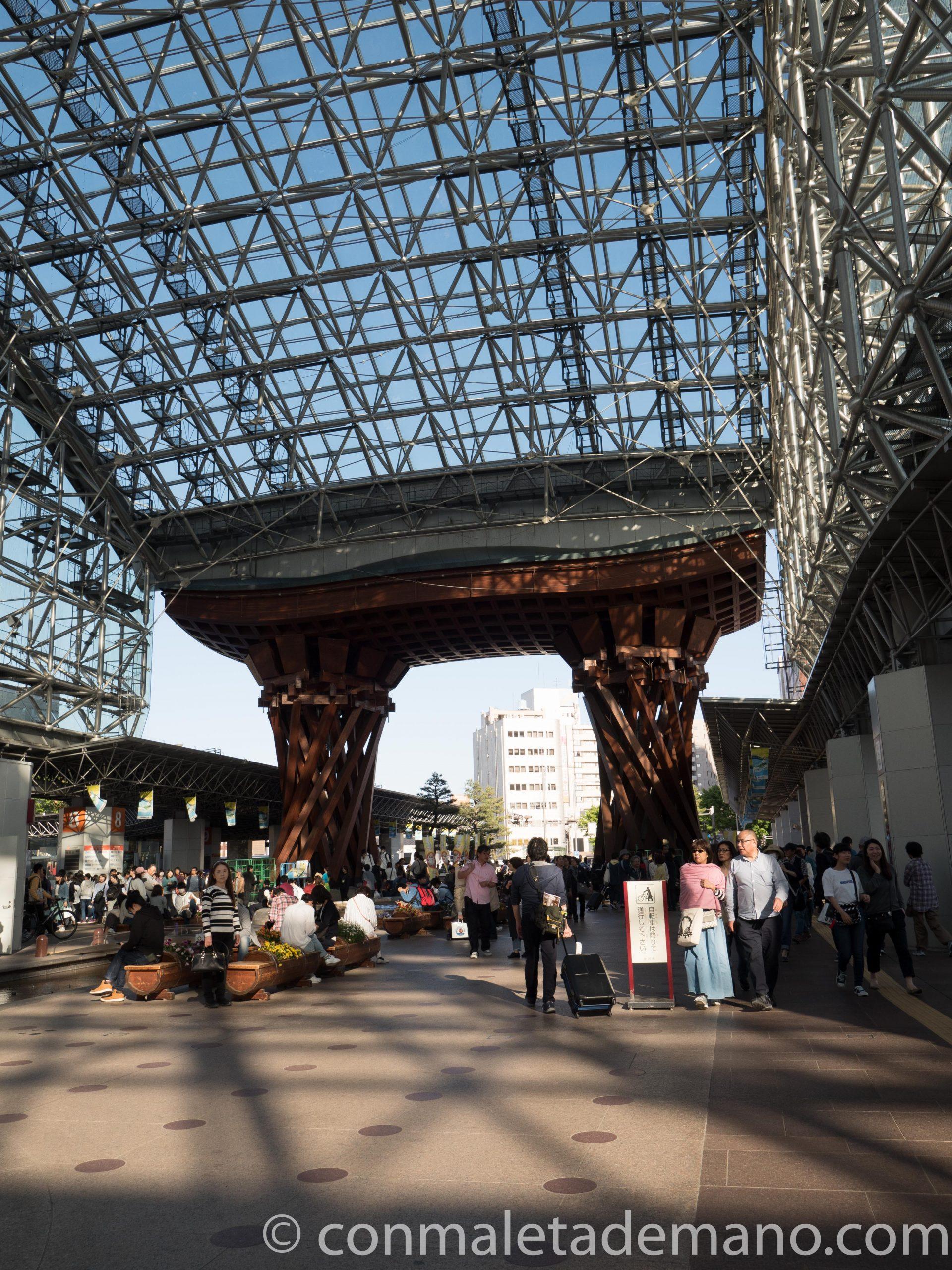 El torii de la estación de Kanazawa