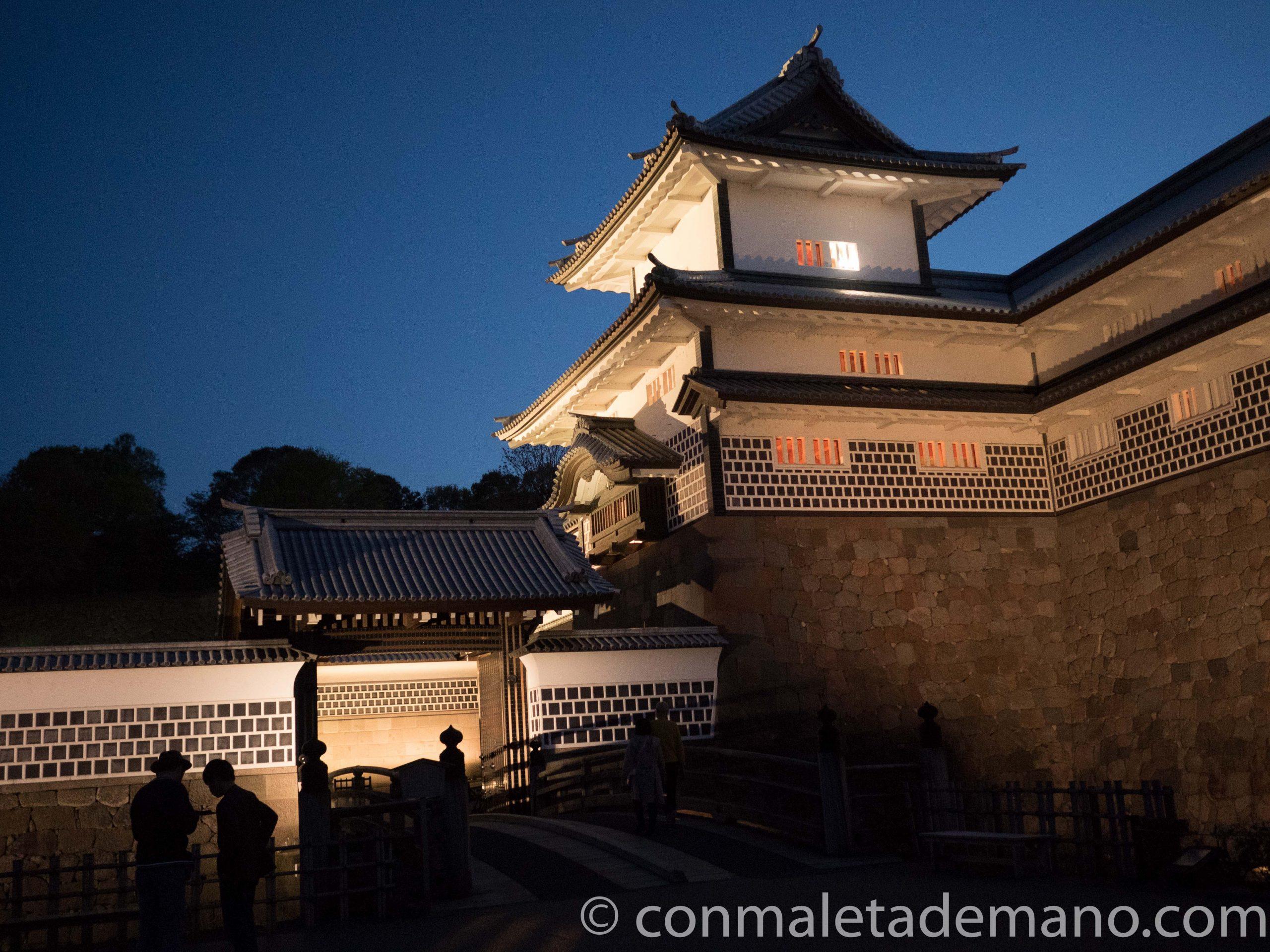 Castillo de Kanazawa iluminado
