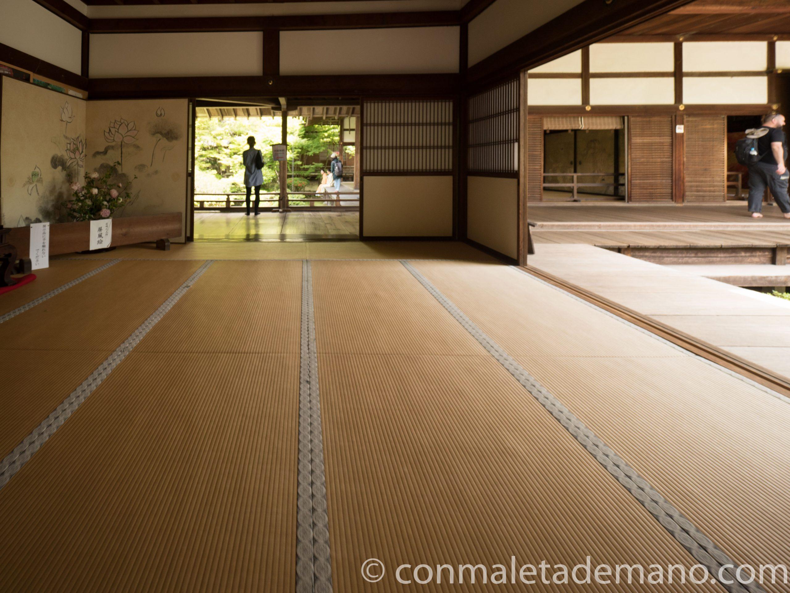 Interior del templo Eikando
