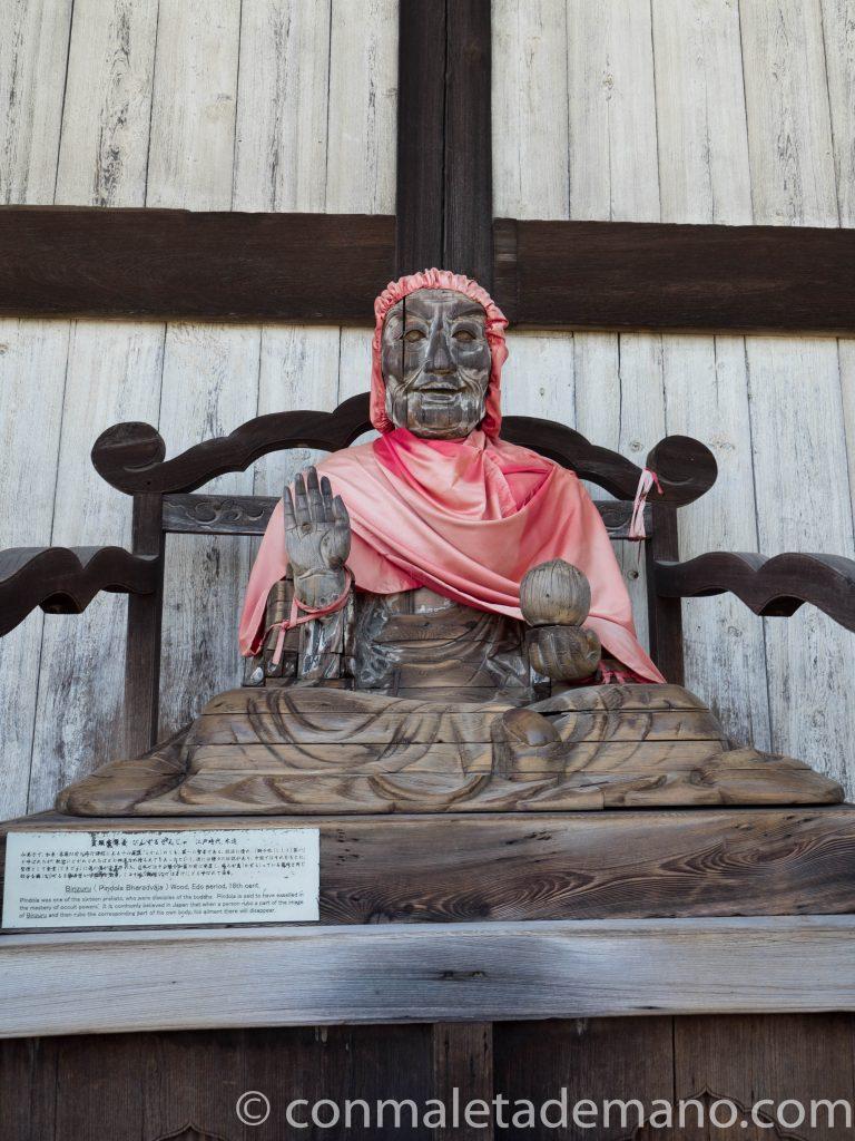 Estatua del Binzuru, en el Templo Todaiji de Nara