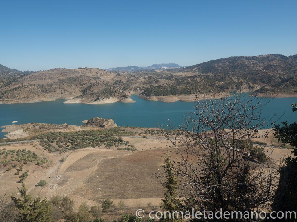 Vistas desde el mirador de la parte baja de Zahara de la Sierra