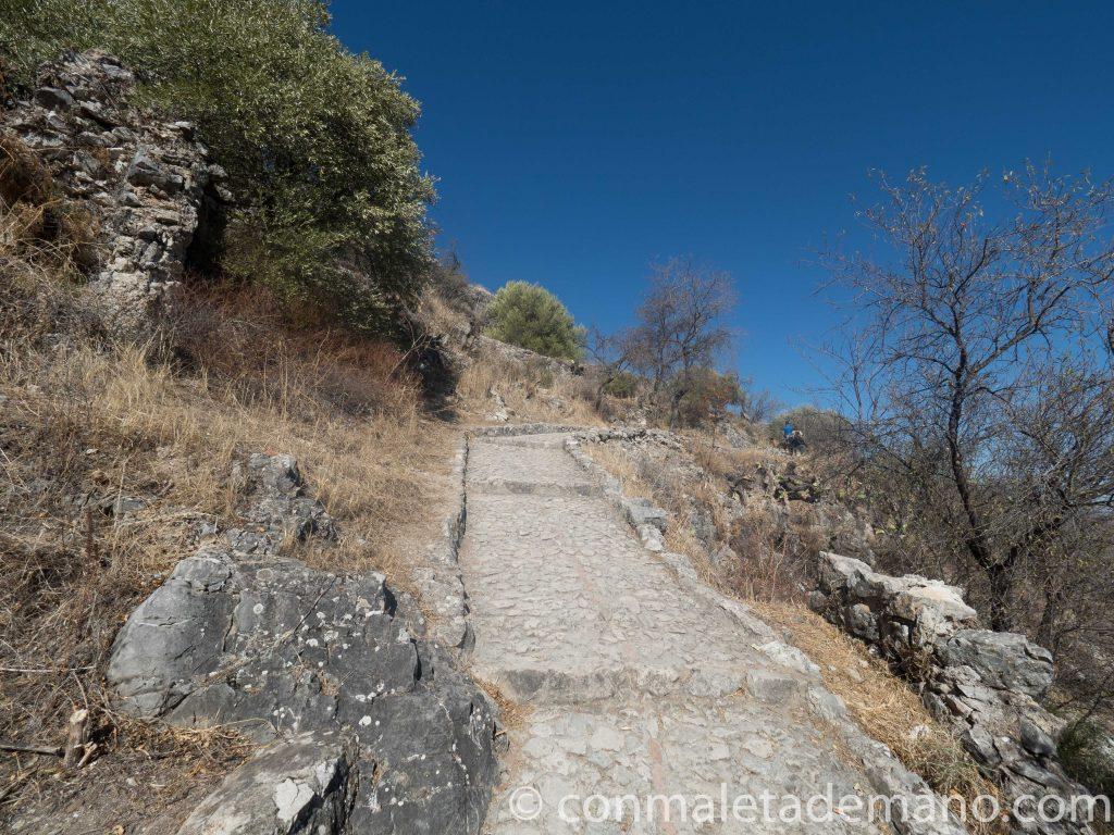 Camino al Castillo de Zahara de la Sierra