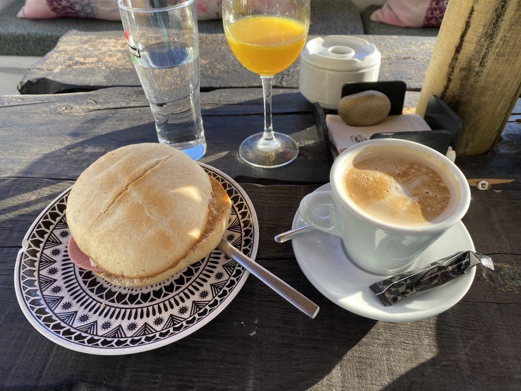 Desayuno continental del Hotel Posada de las Cuevas, en Arcos de la Frontera