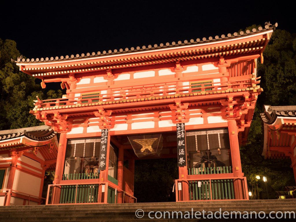 Santuario Yasaka, en Gion, Kioto, Japón