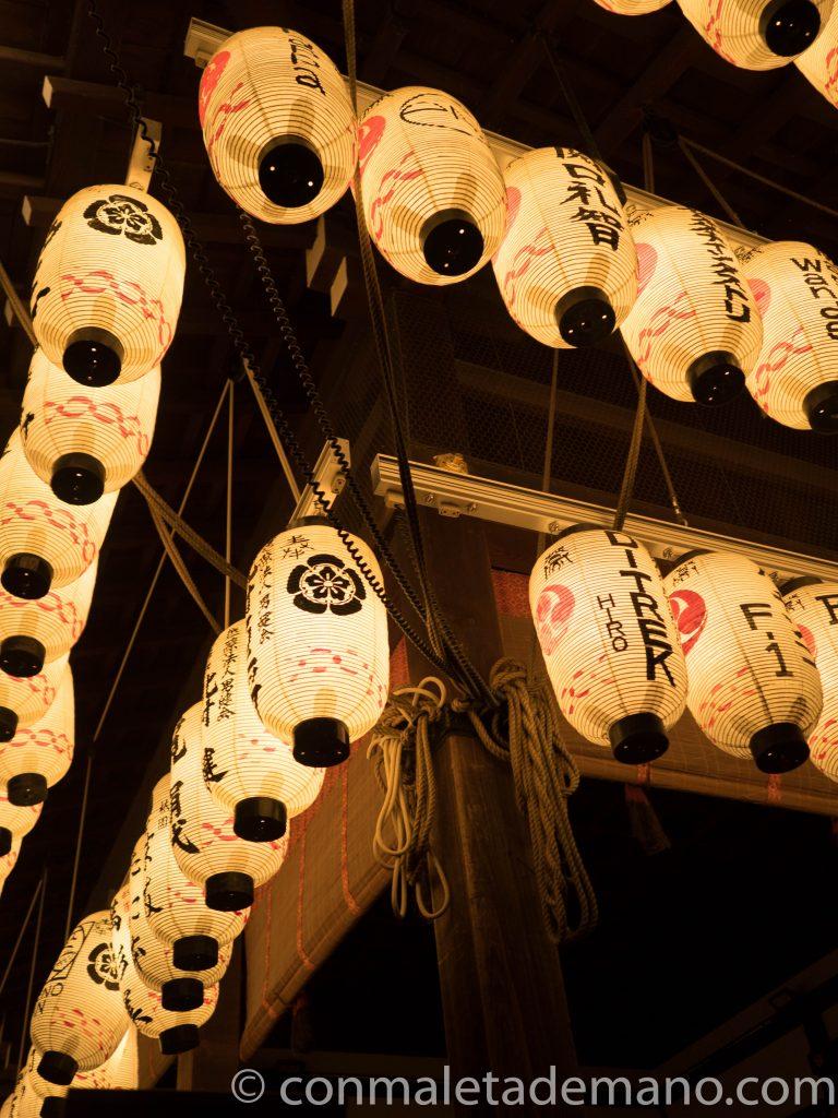 Faroles del Santuario Yasaka, en Gion, Kioto, Japón