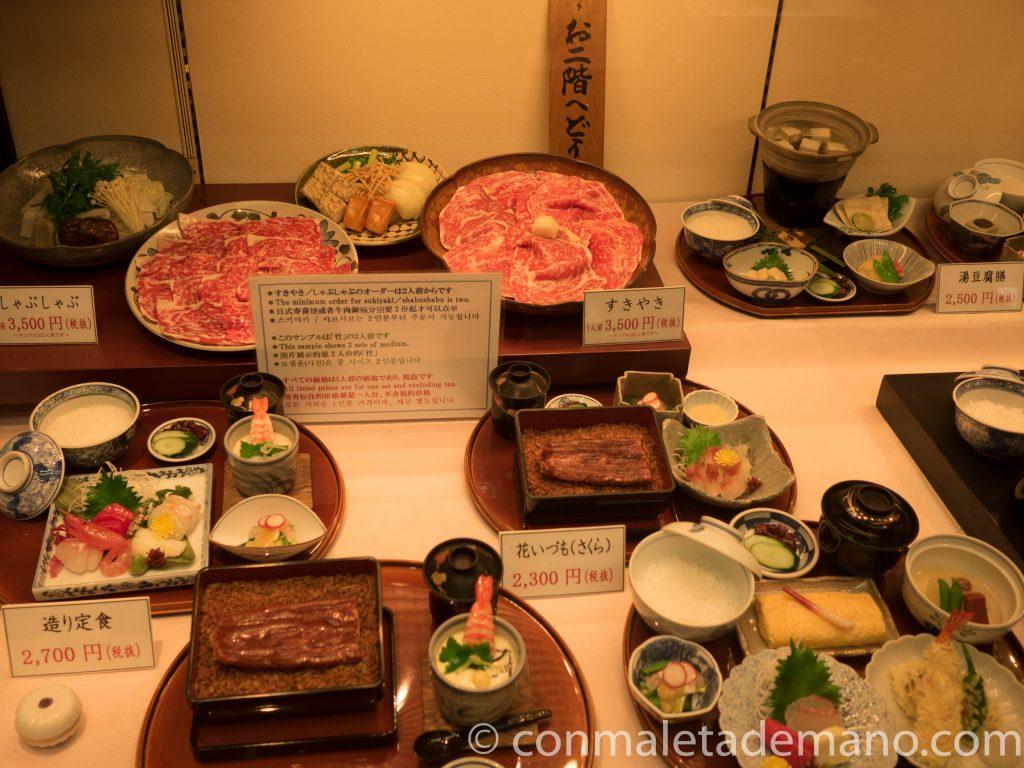 Escaparate de restaurante, en Pontocho, en Kioto, Japón